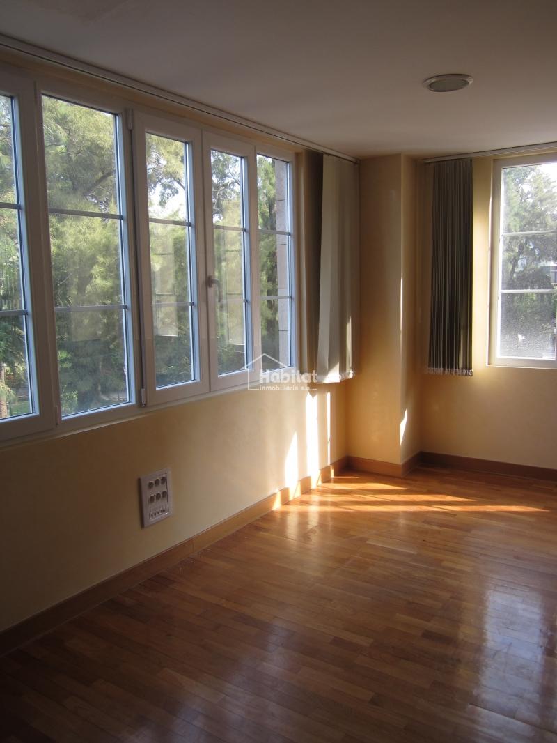 Oficina entreplanta en alquiler por 580 euros mensuales for Alquiler oficinas badajoz