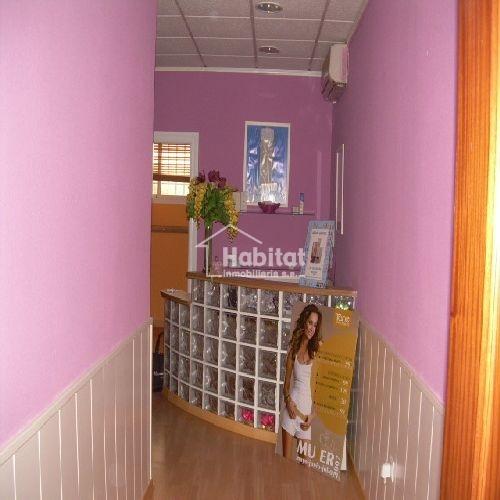 Oficina entreplanta en alquiler por 550 euros mensuales for Alquiler oficinas badajoz